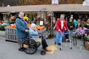 Sr. Michele takes St. Joseph's Residents to Auntie El's for an afternoon of fun.